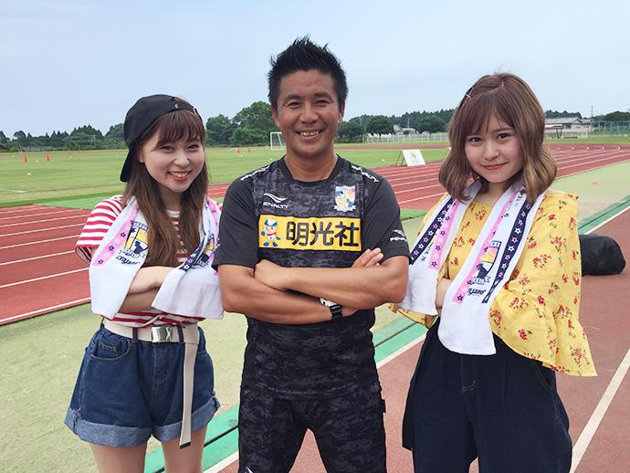テゲバジャーロ宮崎柳田代表と番組MCの穴井怜奈さんと甲斐杏奈さん