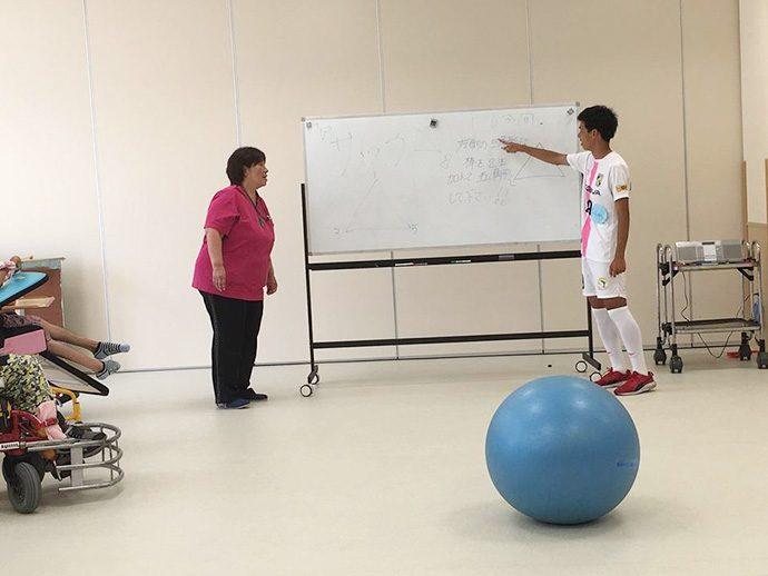 愛泉会日南病院のスタッフさんと新改選手