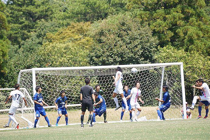 石川選手がコーナーキックのこぼれ球を押し込んでゴール