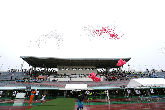 1000個の風船で選手をお迎えしました