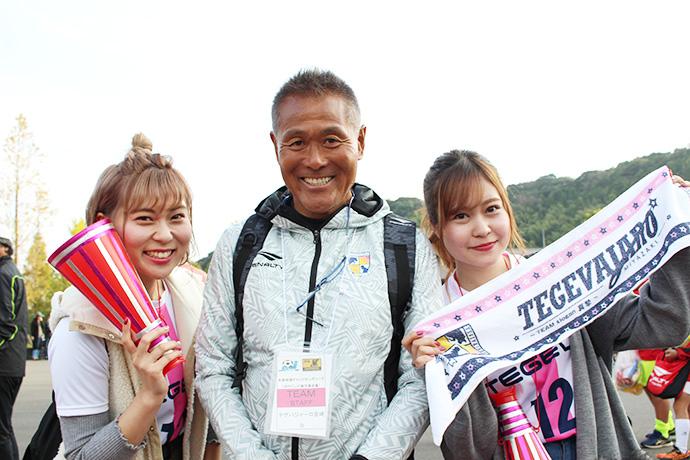 石崎監督とテゲバRADIOのMC甲斐杏奈さんと穴井怜菜さん
