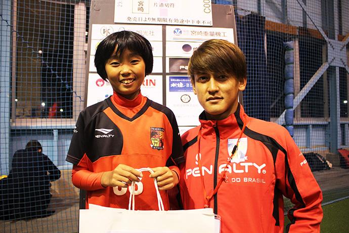 藤岡選手と女の子