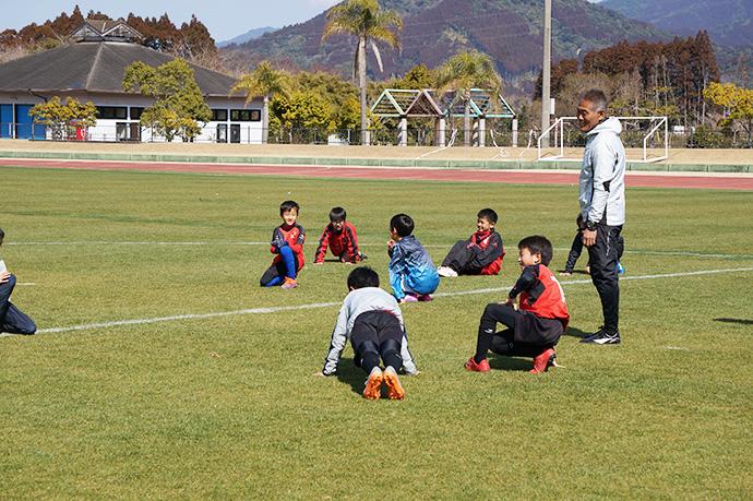 石崎監督によるサッカー教室の様子1