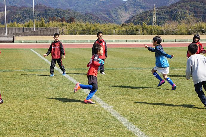 石崎監督によるサッカー教室の様子3