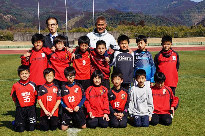 石崎監督によるサッカー教室集合写真2