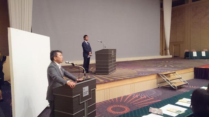野田支社長と柳田代表の講演の様子