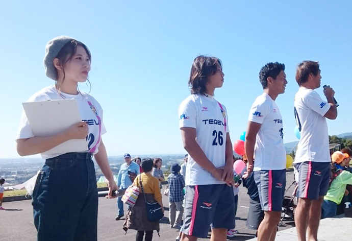 挨拶:水永選手・中村選手・黒瀬選手と2CONECTの穴井怜奈さん