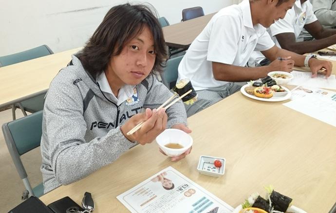 試食中:中村選手