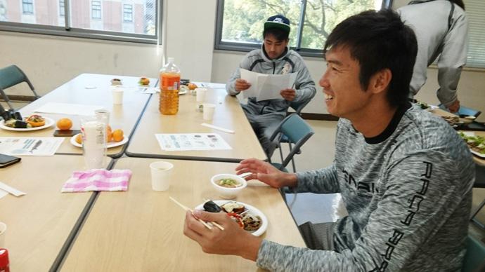 試食中:村尾選手