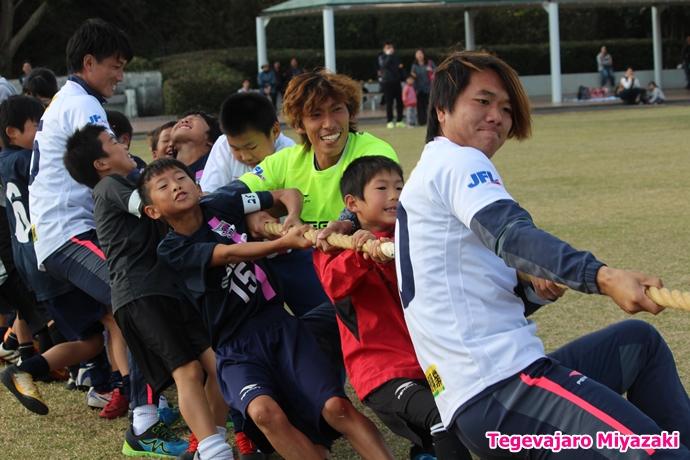 テゲバ運動会:第一種目・綱引き(澤野選手)
