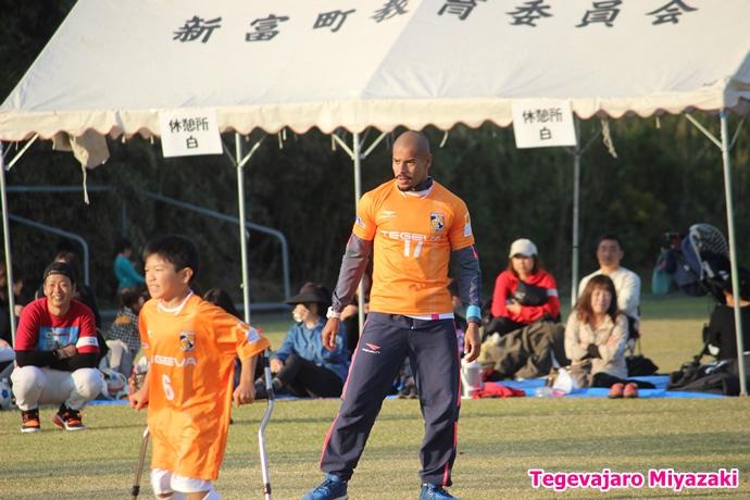 テゲバ運動会:第二種目・ミニサッカーゲーム(フェリピーニョ選手)