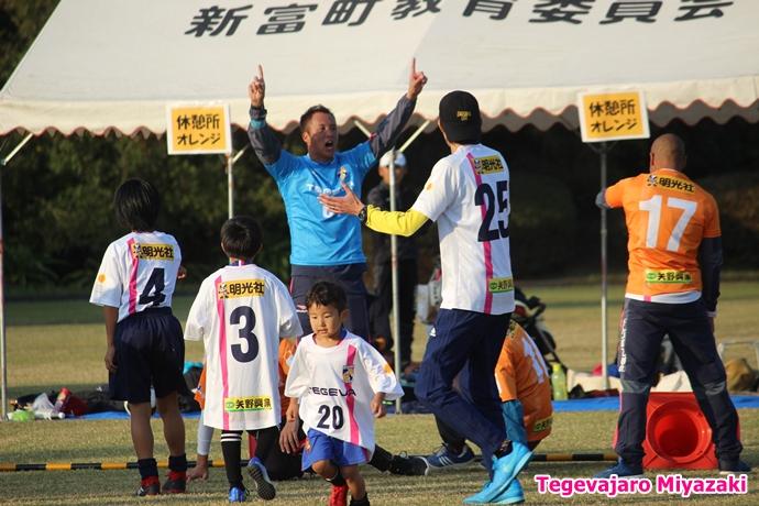 テゲバ運動会:第二種目・ミニサッカーゲーム(石井選手)