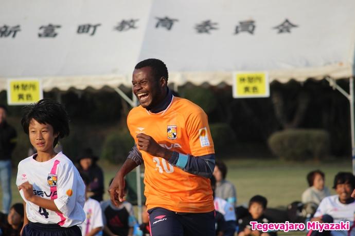 テゲバ運動会:第二種目・ミニサッカーゲーム(サミュエル選手)