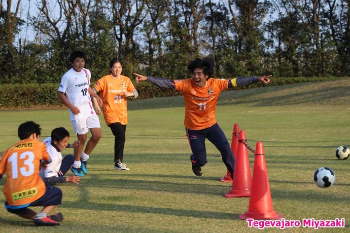 テゲバ運動会:第二種目・ミニサッカーゲーム(山下選手)