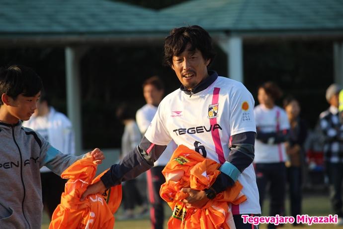 テゲバ運動会:第二種目・ミニサッカーゲーム(米田選手)