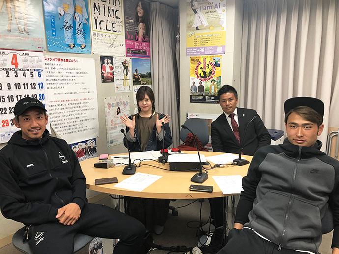 甲斐杏奈さん、柳田GM、千布一輝選手、安東輝選手