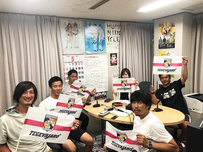 甲斐杏奈さん、柳田GM、倉石監督、米田ヘッドコーチ、牧野フィジカルコーチ、羽場マネジャー