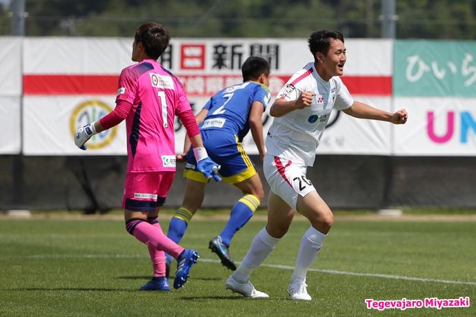 橋本選手ゴール歓喜1